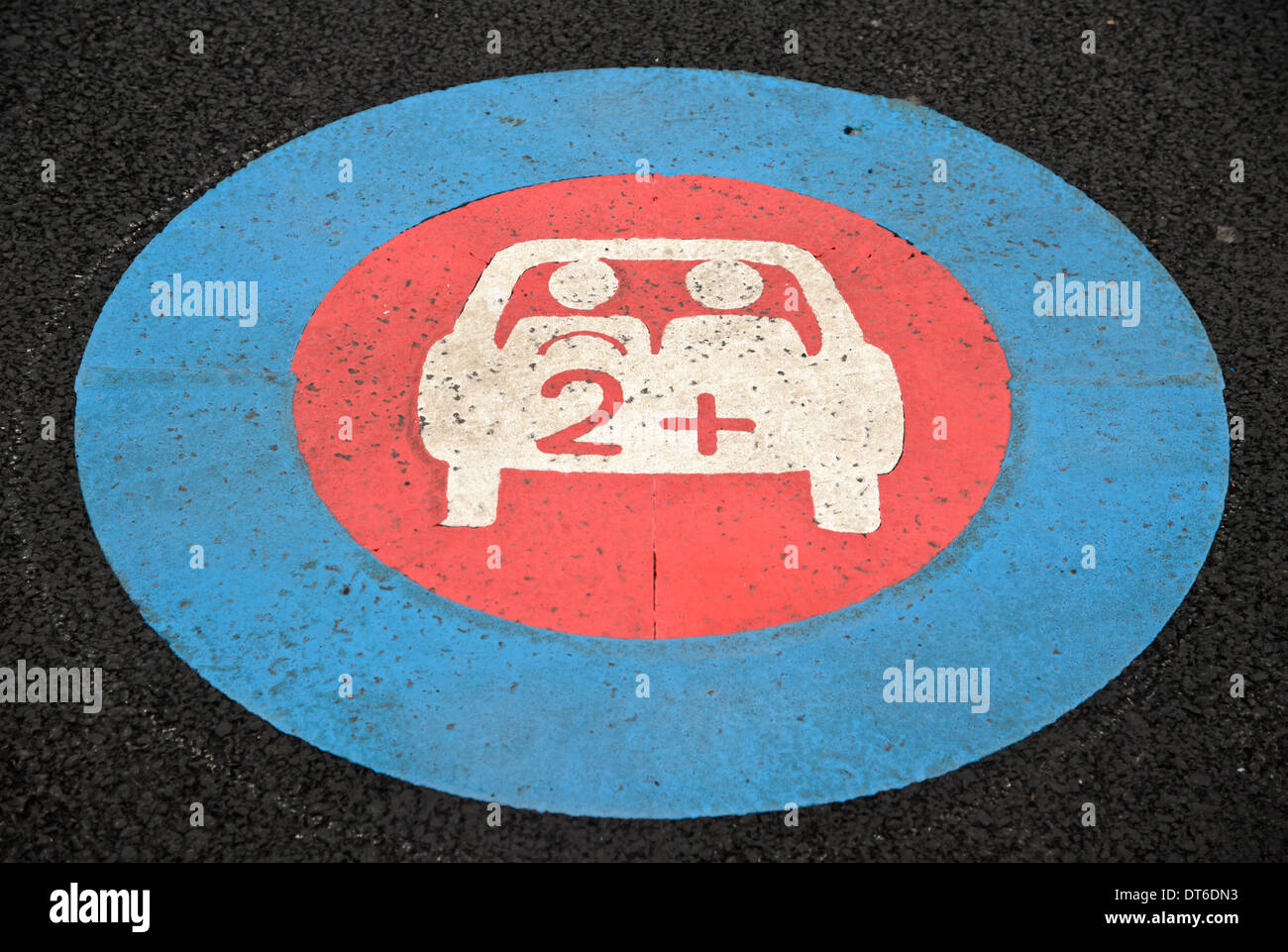 A parking space reserved for cars with more than 2 occupants. Encouraging car sharing to beat congestion. - Stock Image