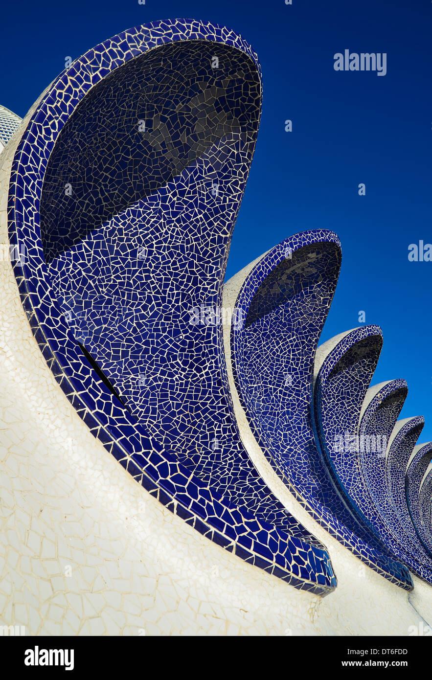 Spain, Valencia, La Ciudad de las Artes y las Ciencias, City of Arts and Sciences, Arches of the Umbracle sculpture garden. - Stock Image