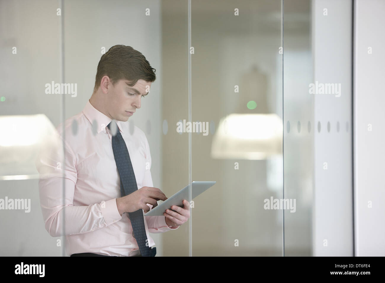 Businessman suing digital tablet - Stock Image