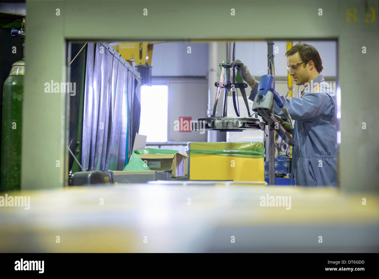 Worker on packing line in factory - Stock Image