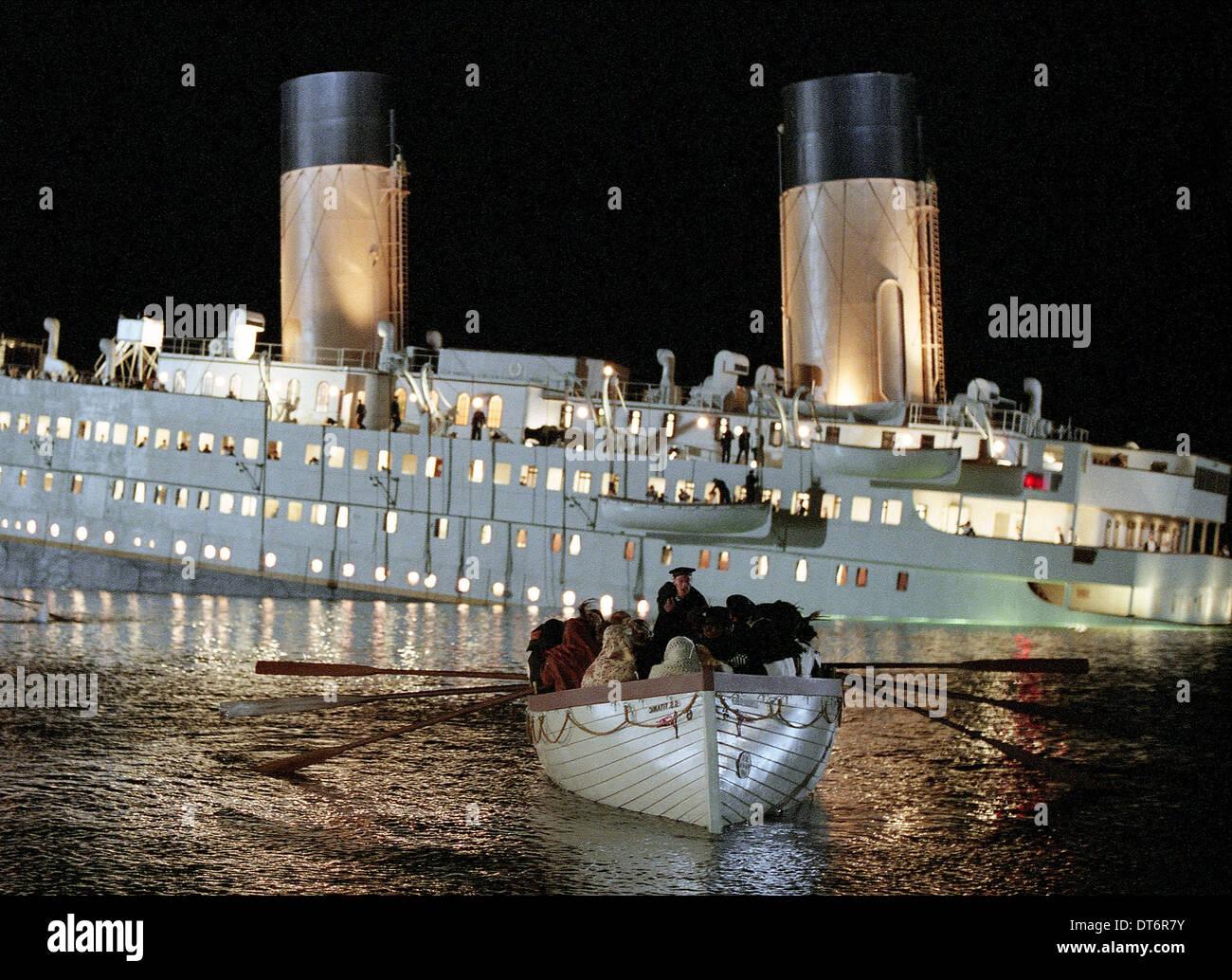 LIFEBOAT SCENE TITANIC (1997) - Stock Image