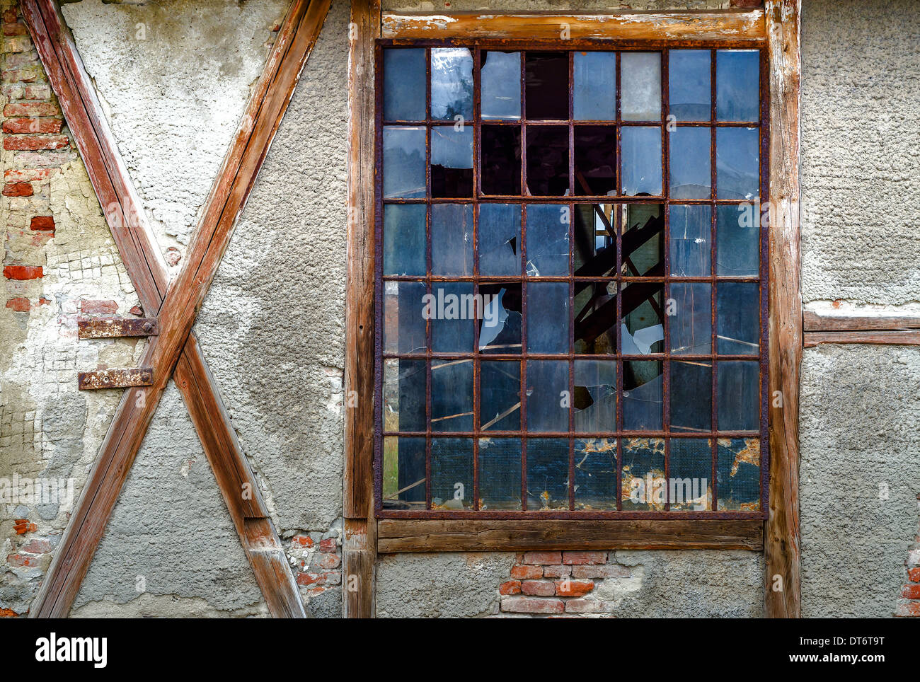 Old broken window in red brick wall - Stock Image