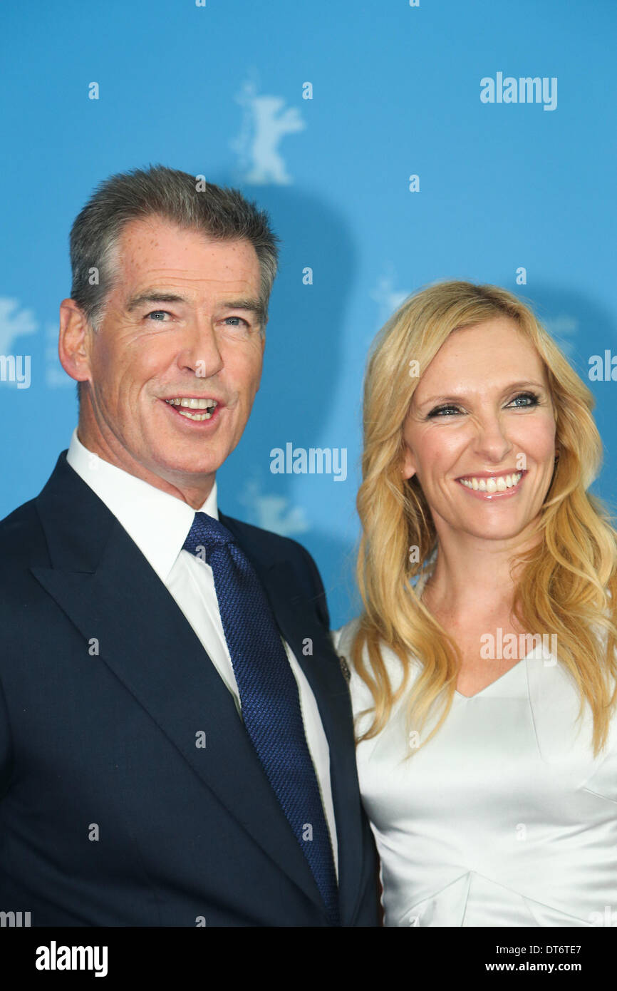 Pierce Brosnan Credit Stock Photos & Pierce Brosnan Credit Stock ...