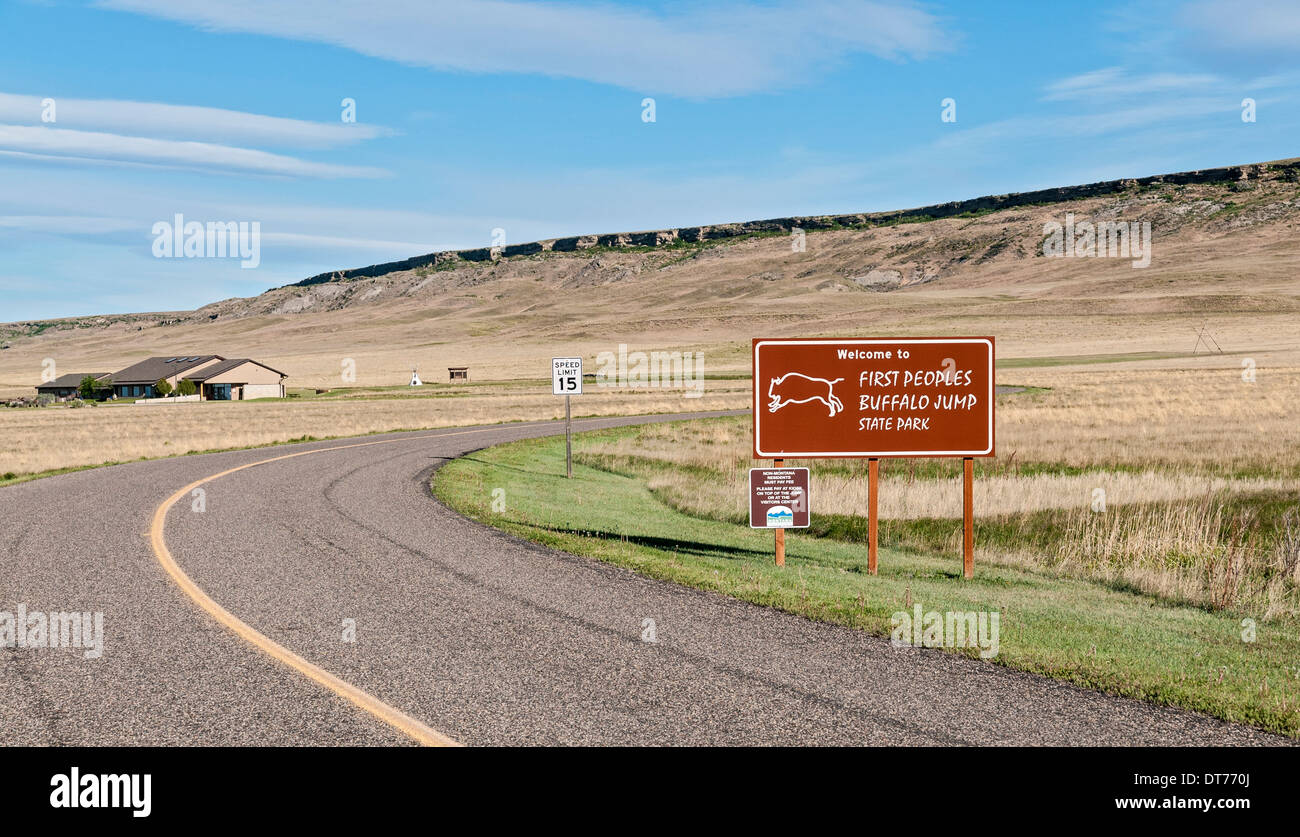 Montana, Ulm, First Peoples Buffalo Jump State Park, Visitor Center, jump cliff in background - Stock Image