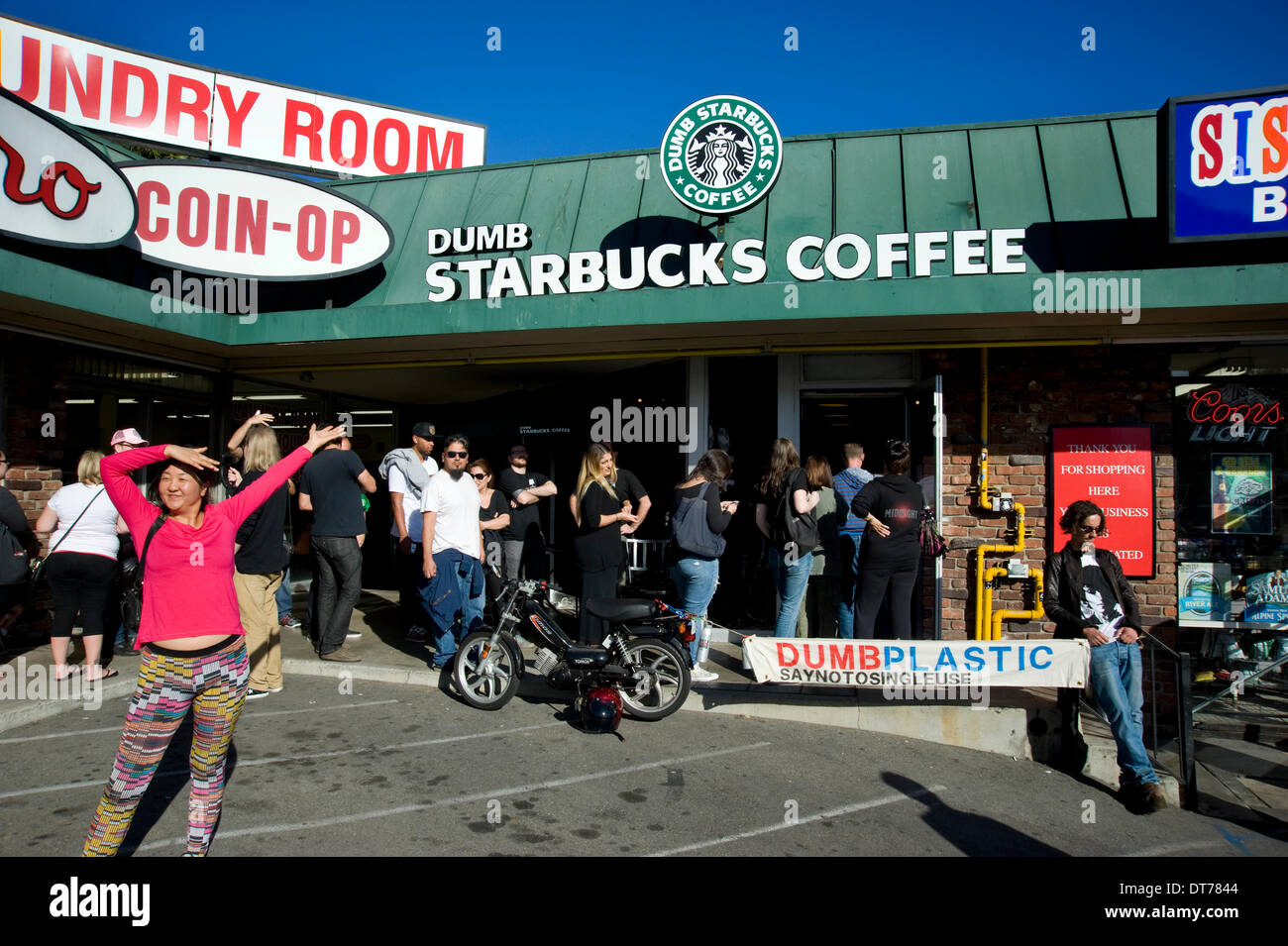 Los Angeles, California, USA. 10th February 2014. Feb 10 2014. Dumb Starbucks in Los Angeles California draws a crowd for free coffee. Credit:  Robert Landau/Alamy Live News - Stock Image