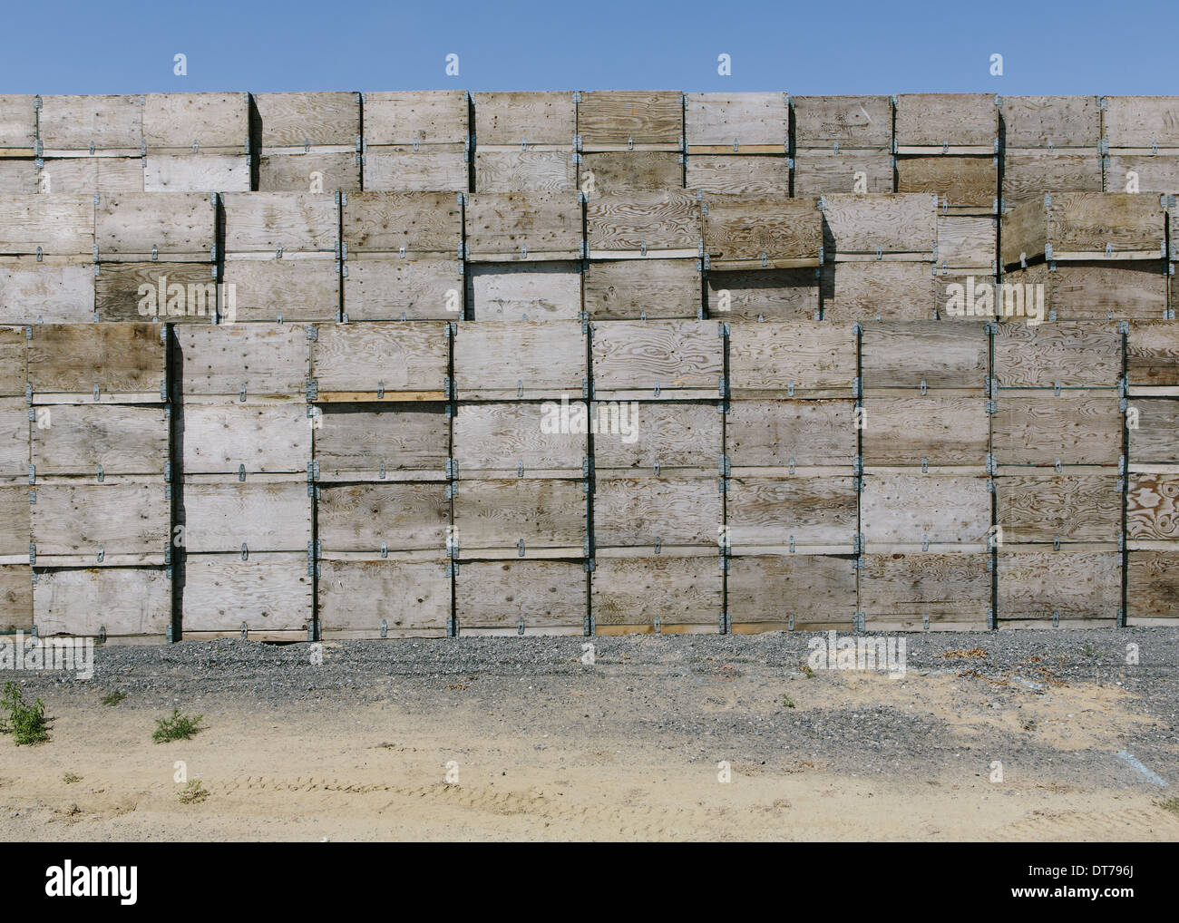 Large stack of fruit boxes for harvesting and storing apples, near Quincy Stock Photo