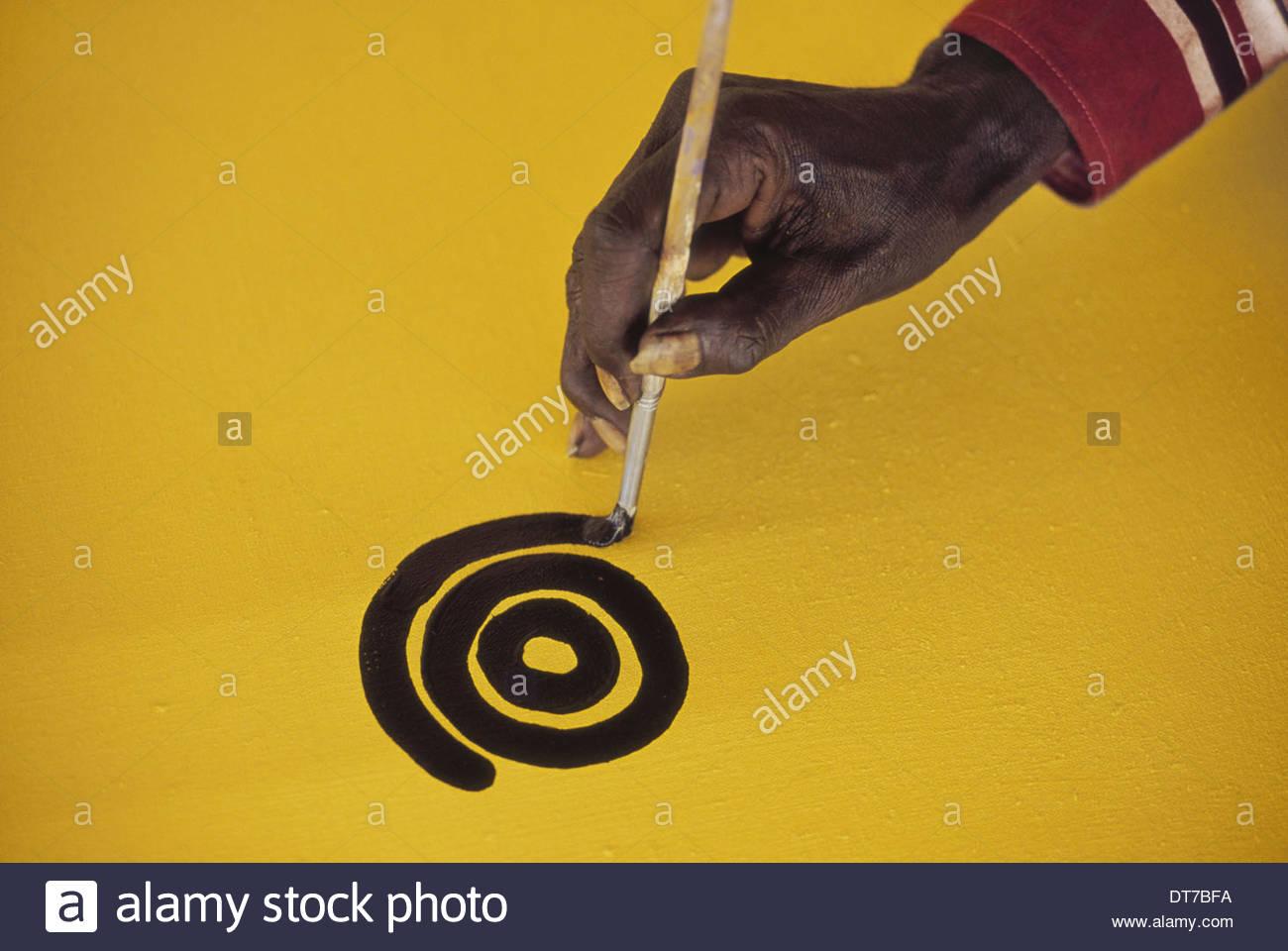 Aboriginal artist at work Central Desert Australia Central Desert Australia - Stock Image