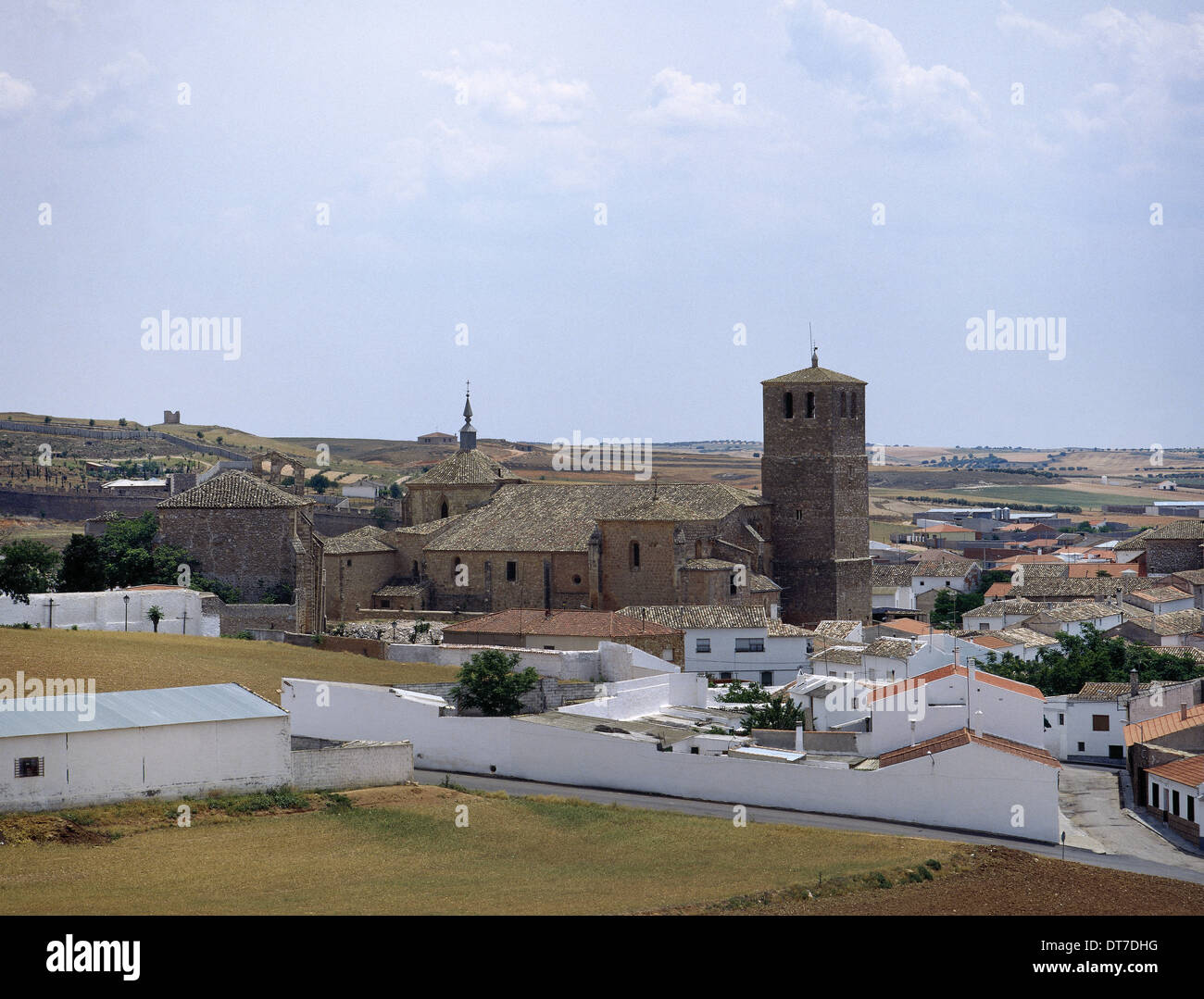 Spain. Castile-La Mancha. Belmonte. View of the village with Collegiate Church of San Bartolome. Province of Cuenca. - Stock Image