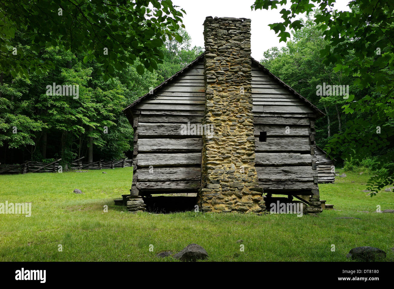 Pioneer home in Cades Cove Smoky Smokies Old  grass trail hike tourism Great Smoky Mountain National Park - Stock Image