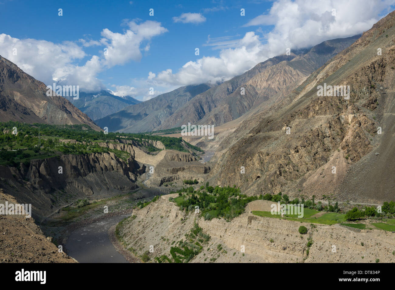 Mastuj River valley seen from the Chitral-Mastuj River Road, Khyber-Pakhtunkhwa (Formerly North West Frontier Province) - Stock Image