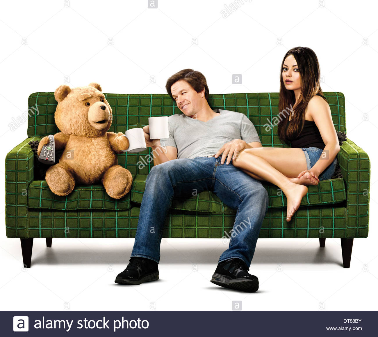 TED MARK WAHLBERG & MILA KUNIS TED (2012) Stock Photo