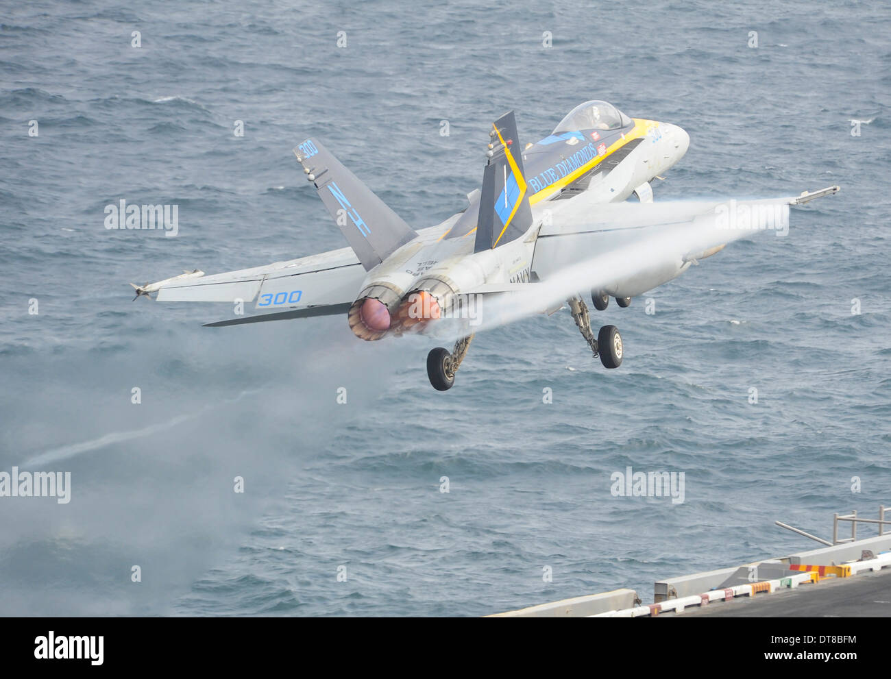 Gulf of Oman, August 20, 2013 - An F/A-18C Hornet takes off from the flight deck of the aircraft carrier USS Nimitz. - Stock Image