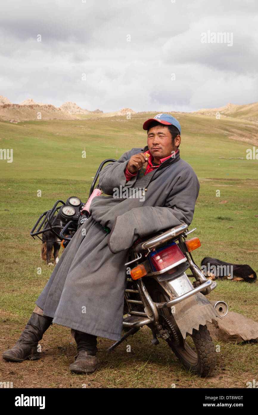 a-mongolian-nomad-and-his-motorbike-DT8W