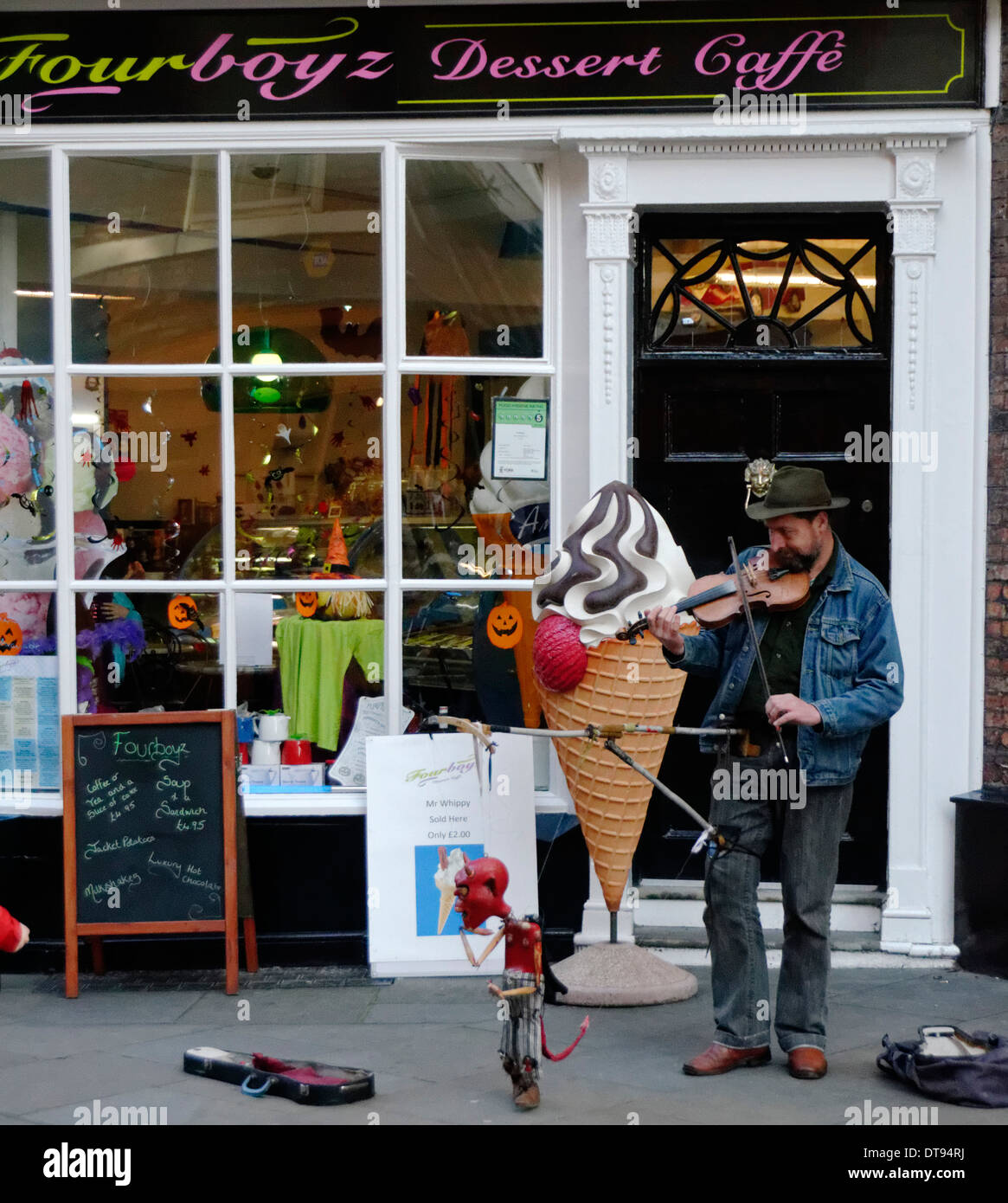 Street Puppeteer, York, England - Stock Image