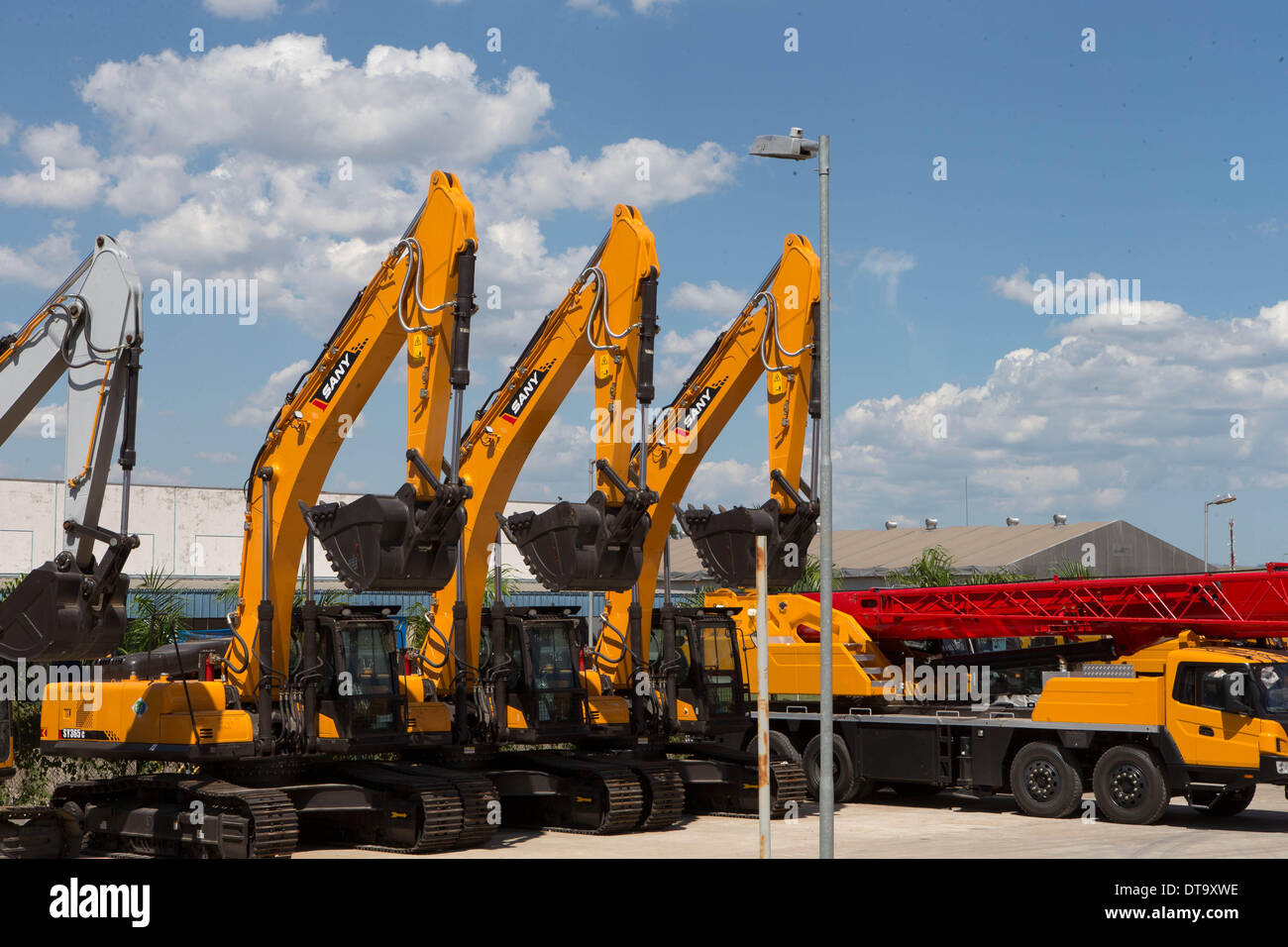 Rio De Janeiro. 6th Feb, 2014. Photo taken on Feb. 6, 2014 shows machineshop trucks in Chinese multinational heavy machinery manufacturing company Sany in San Jose Dos Campos, Brazil. Chinese Sany Group has gained a proven track record in Brazil due to its localization strategy. © Xu Zijian/Xinhua/Alamy Live News - Stock Image