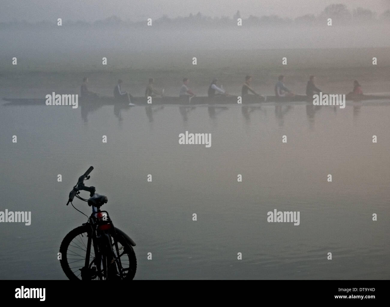 Early Morning Rowing eight on River Thames at Oxford - Stock Image