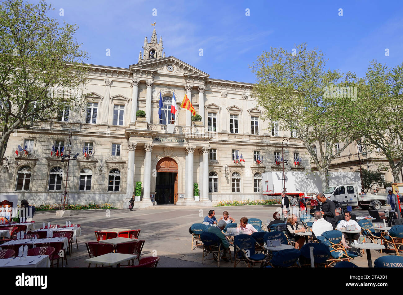 The city hall and a sidewalk cafe, Avignon, Vaucluse, Provence-Alpes-Cote d'Azur, Southern France, France - Stock Image