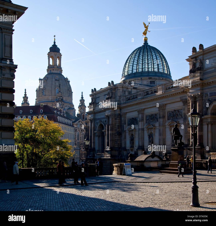 Dresden, Kunstakademie rechts und Frauenkirche - Stock Image