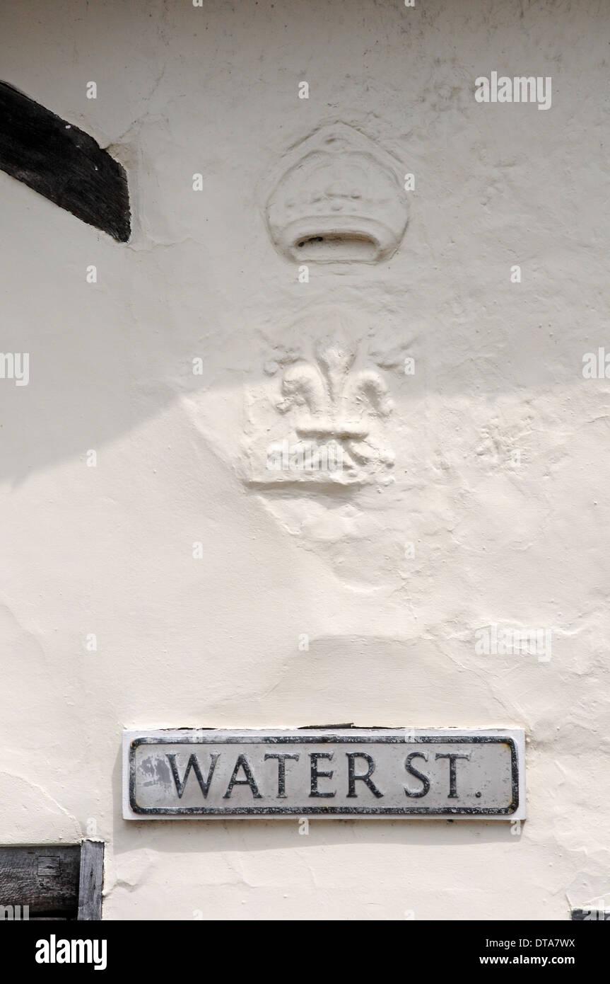Fleur de lis (wool merchant's mark) and crown in plasterwork of medieval house, Lavenham. - Stock Image