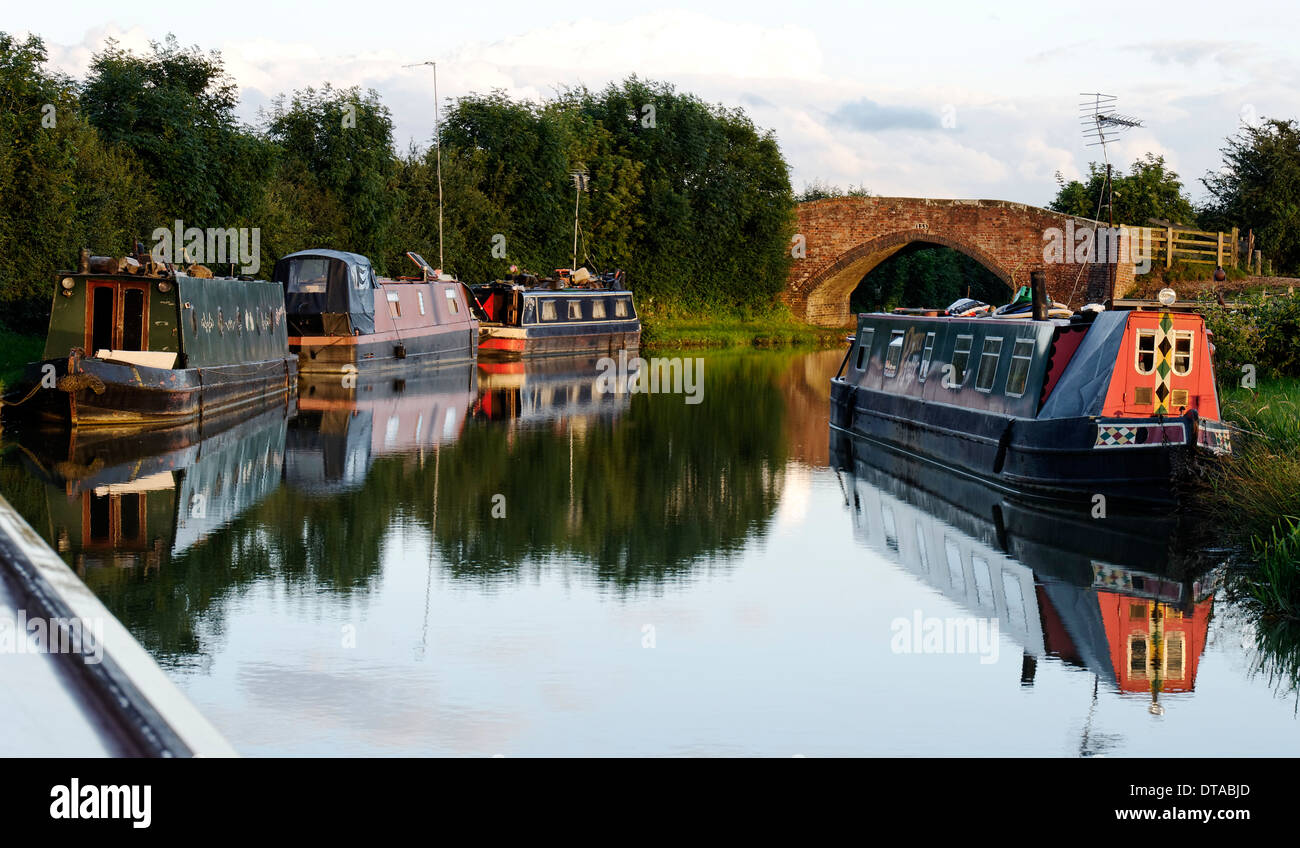 Canal Narrowboats on the Oxford Canal at Cropredy, Oxfordshire, England - Stock Image