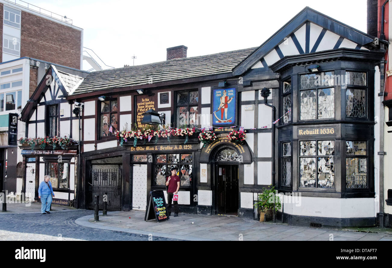 Ye Olde Man & Scythe Public House in Bolton, Lancashire - One of the Oldest Public Houses in England - Stock Image