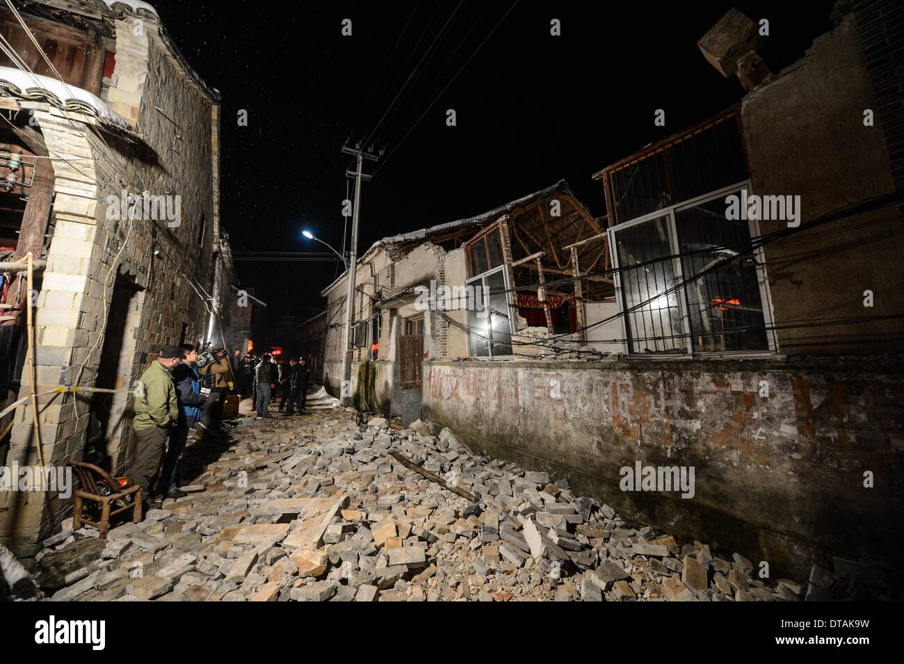 (140214) -- PAN'AN, Feb. 14, 2014 (Xinhua) -- Photo taken on Feb. 13, 2014 shows the ruins of a collapsed building, Stock Photo