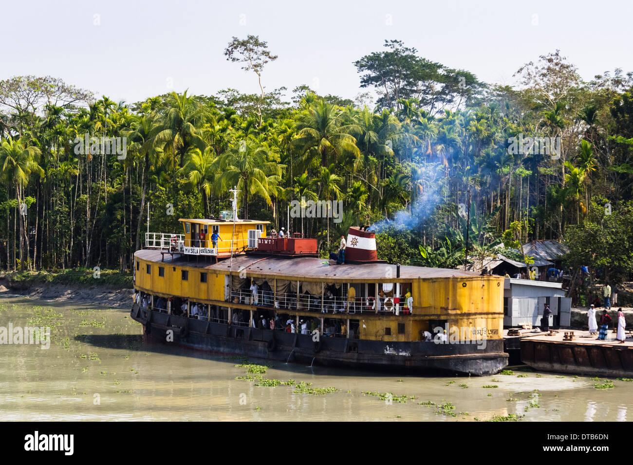 Rocket Steamer (paddle-wheel) boat traveling from Khulna to Dhaka, Sundarbans, Bangladesh - Stock Image