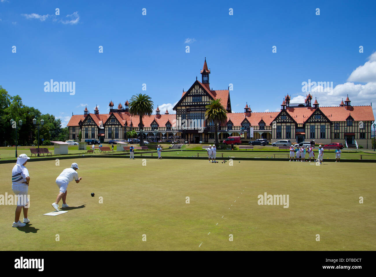 Ladies playing bowls outside the museum of art and history in the old bath house building, Rotorua, North island, New Zealand - Stock Image