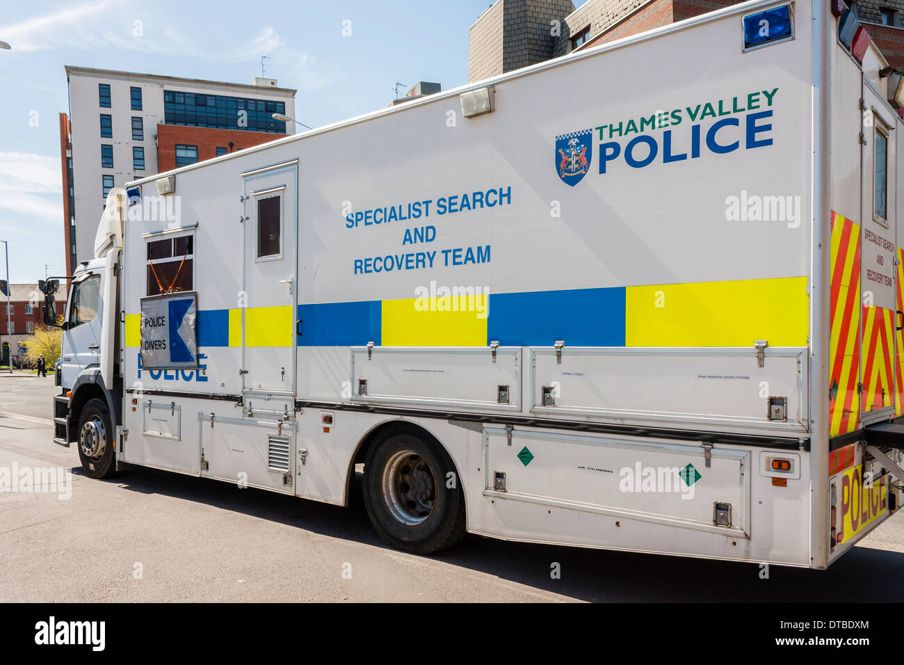Thames Valley Police Specialist Search and Recovery Team vehicle. Reading town centre, Berkshire, England, GB, UK. - Stock Image
