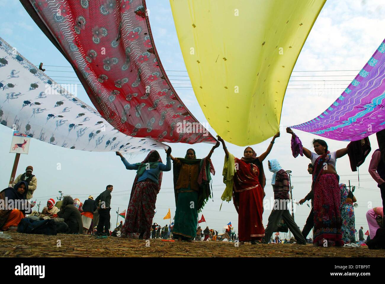Allahabad, India - 14feb.2014: Devotee drying their sarees after taking holydip at Sangam on the occasion of Maghi Stock Photo