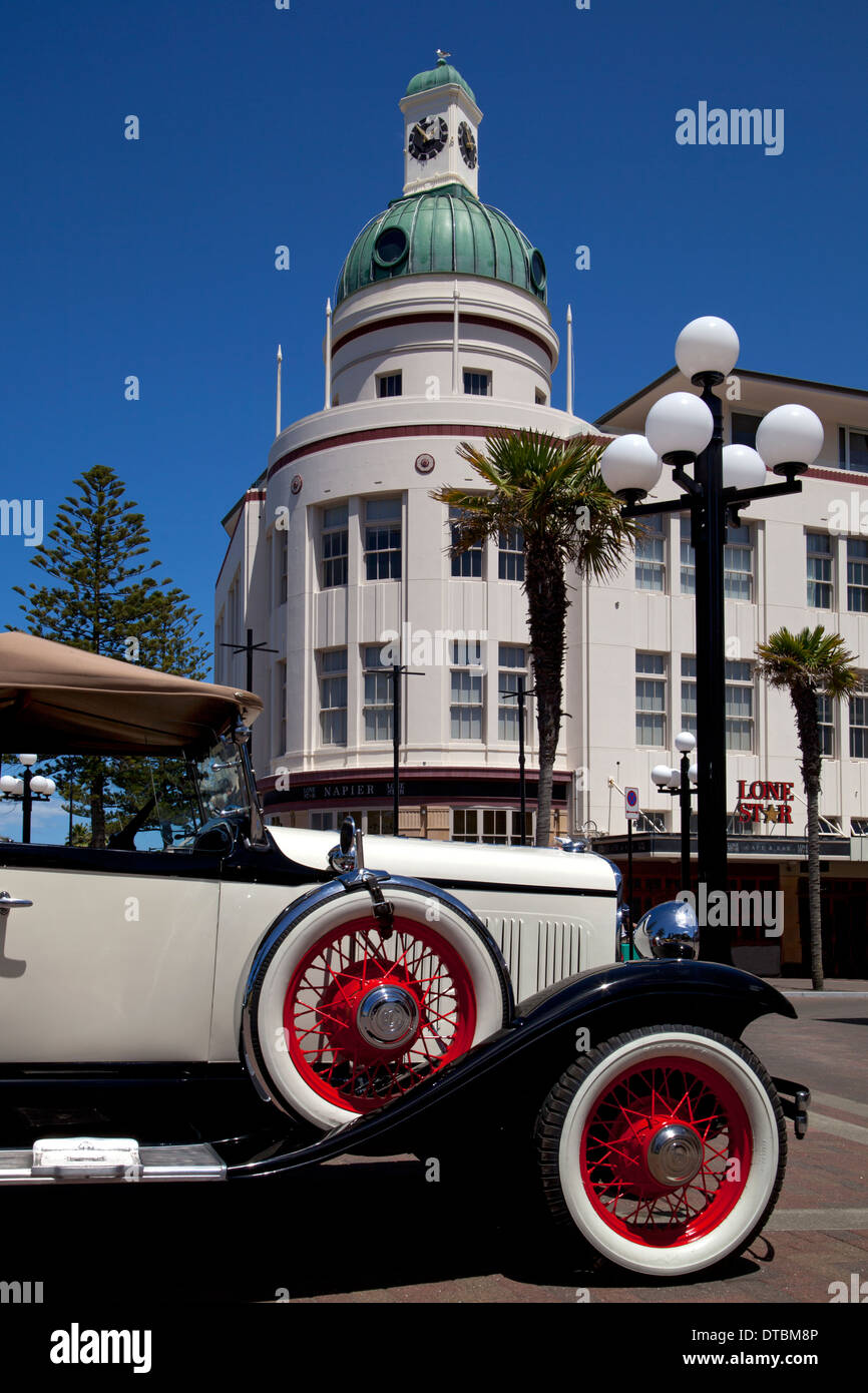 Art Deco buildings and vintage car in Napier, North Island, New Zealand - Stock Image