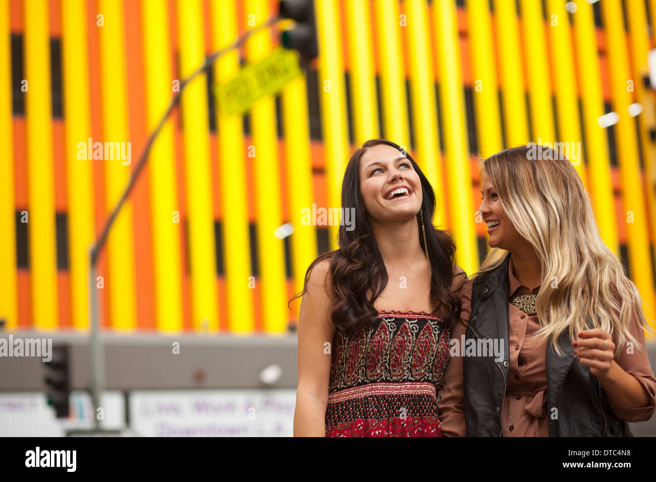 Young women enjoying city life - Stock Image