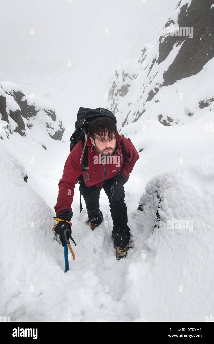 Walker in Mickledore gully in winter, Scafell Pike, English Lake District - Stock Image