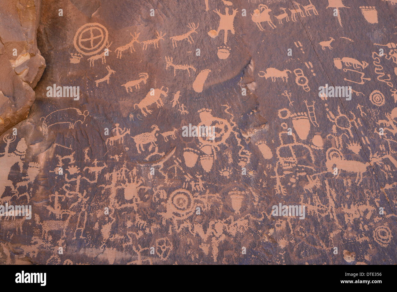 Ancient Indian rock art, petroglyphs, Newspaper Rock, near The Needles section of Canyonlands National Park, Utah, USA - Stock Image