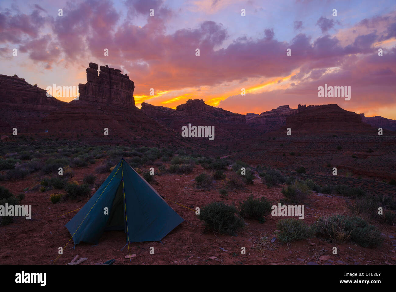 Camping in the Valley of the Gods, Utah, USA - Stock Image
