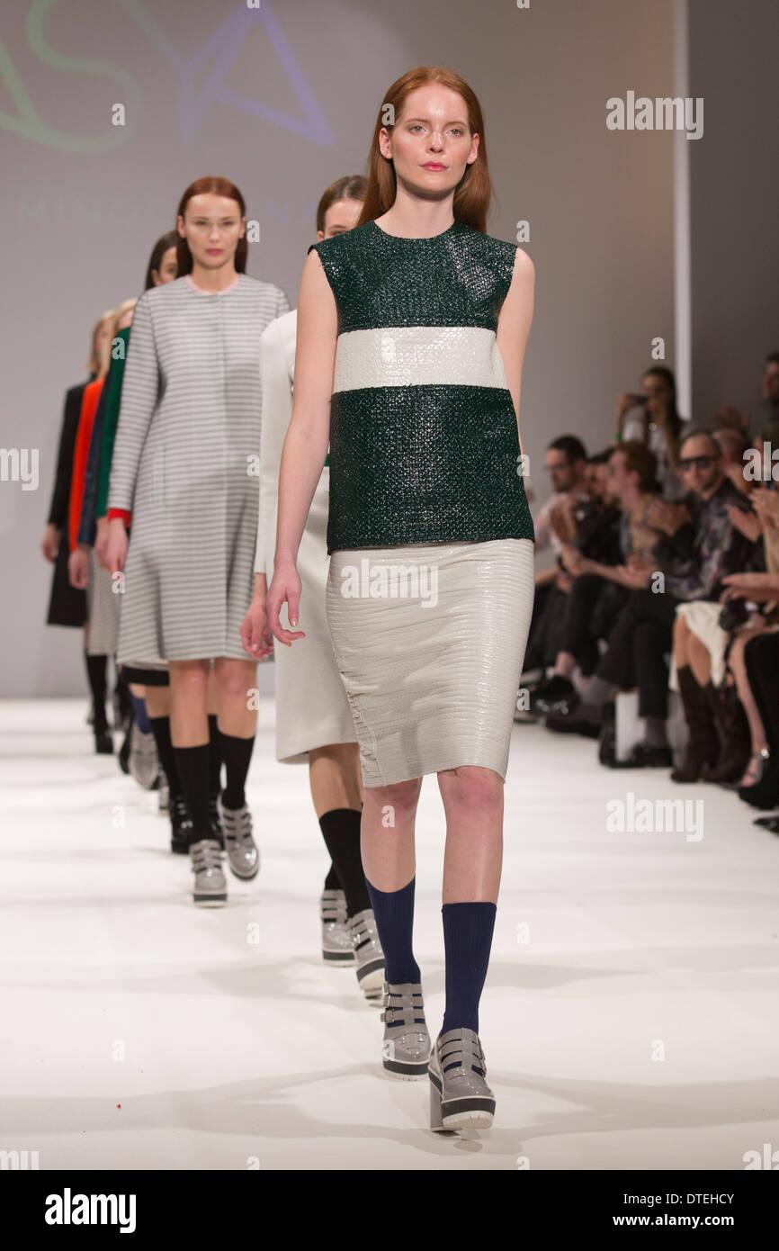 Смотреть Mercedes-Benz Kiev Fashion Days и Ukrainian Fashion Week FW 2019-2020, или галопом по Киеву видео