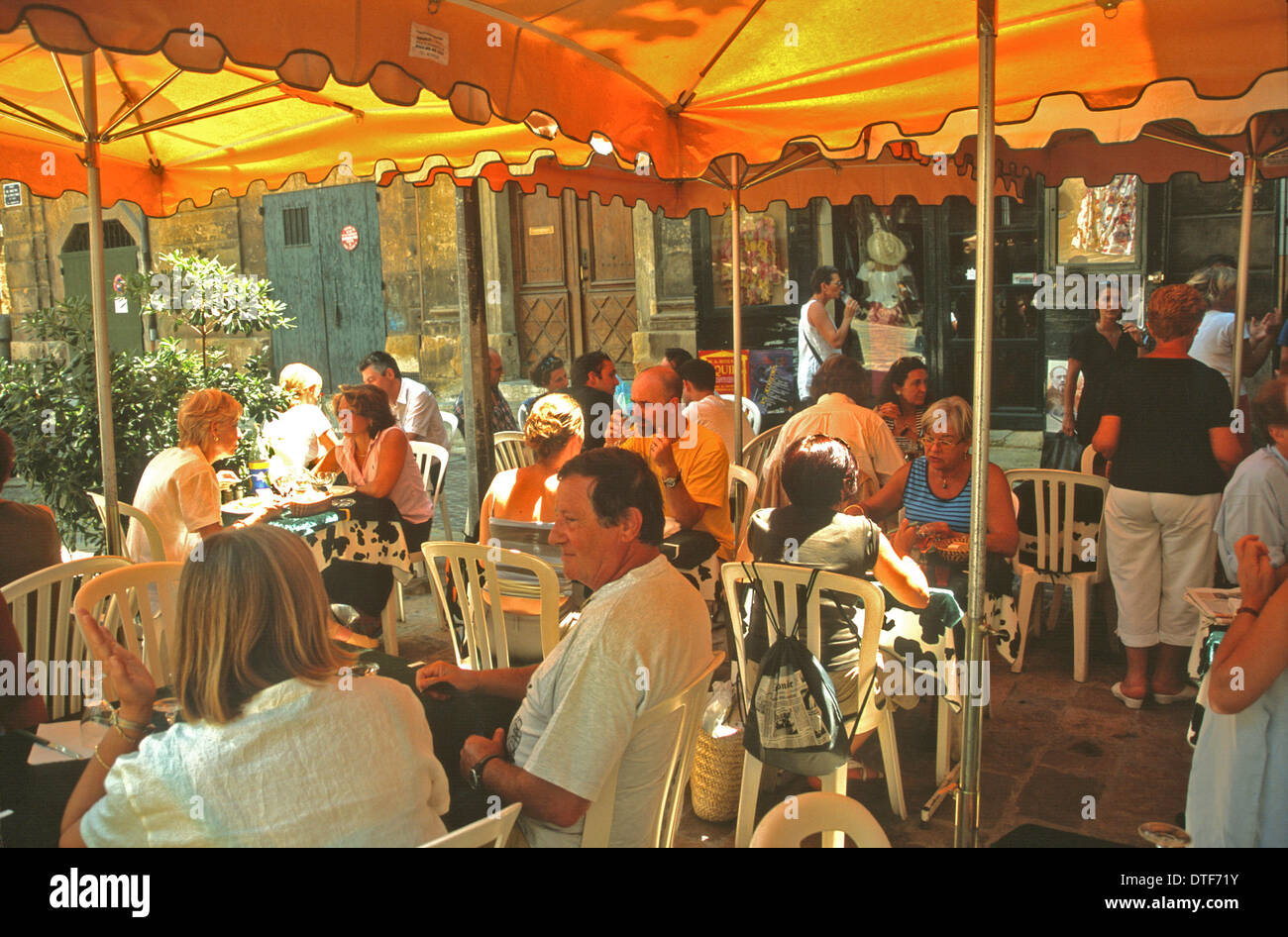 AIX EN PROVENCE FRANCE A BUSY RESTAURANT AT LUNCHTIME - Stock Image