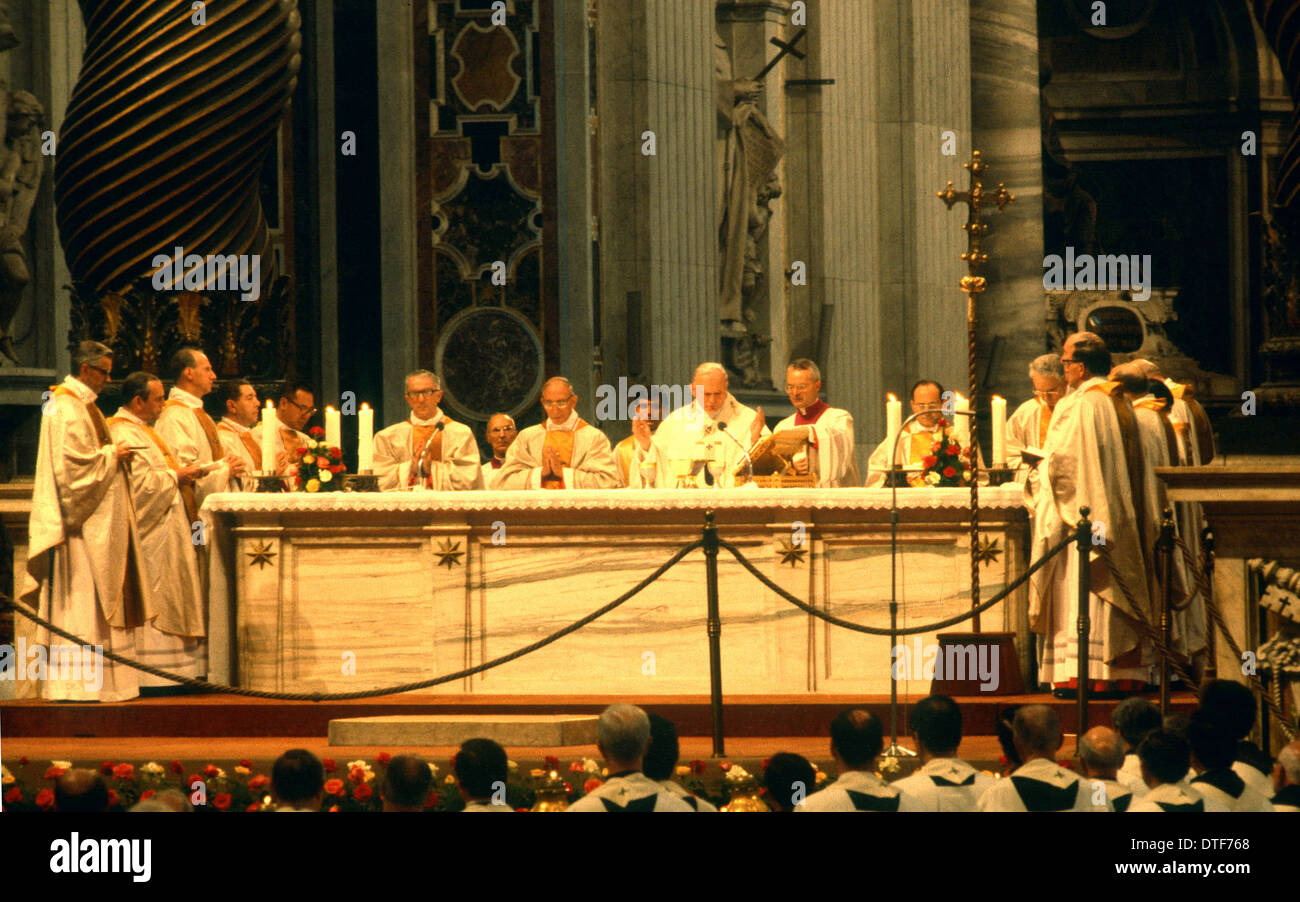 POPE ST JOHN PAUL 11 CELEBRATES MASS WITH NEWLY CREATED CARDINALS IN ST PETERS BASILICA ROME ITALY - Stock Image