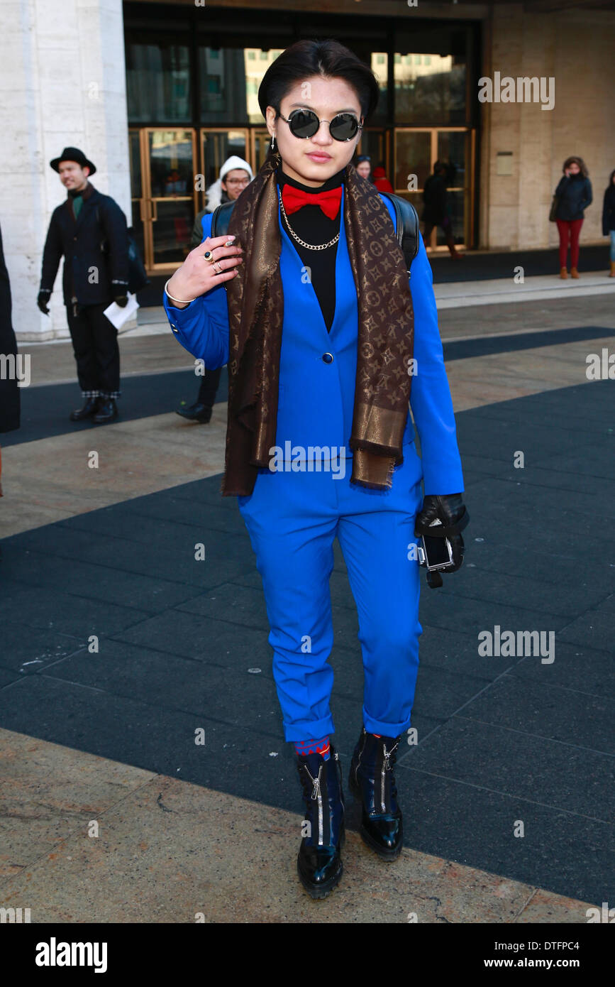 A chic showgoer arriving at the Rebecca Minkoff runway shown in New York City - Feb 7, 2014 - Photo: Runway Manhattan/Charles Eshelman/picture alliance - Stock Image