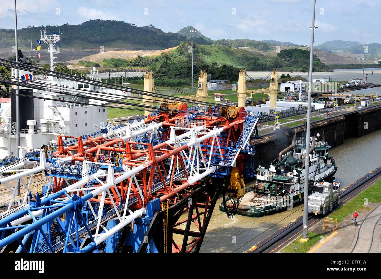 Left Coast Lifter the giant floating crane of 'American Bridge Fluor' in Panama canal Miraflores locks Panama - Stock Image