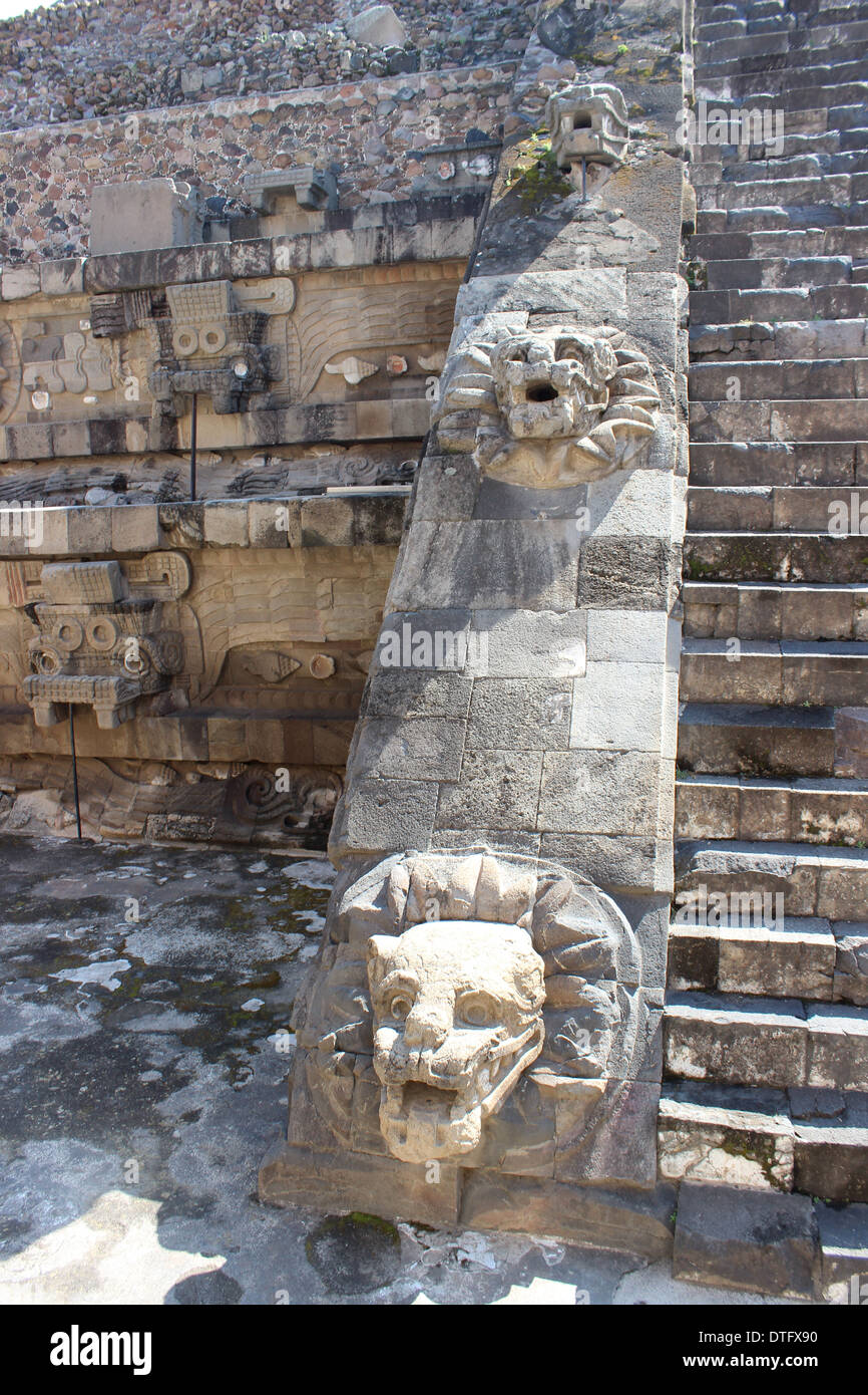 Animal heads on staircase of the Feathered Serpent Temple, Teotihuacan Pyramids, Mexico - Aztec civilization - Stock Image