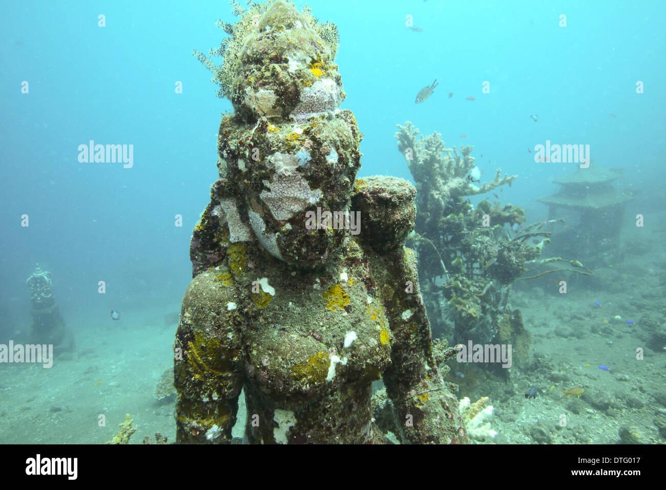 Hindu deity stone statue on ocean floor in Amed, east Bali - Stock Image