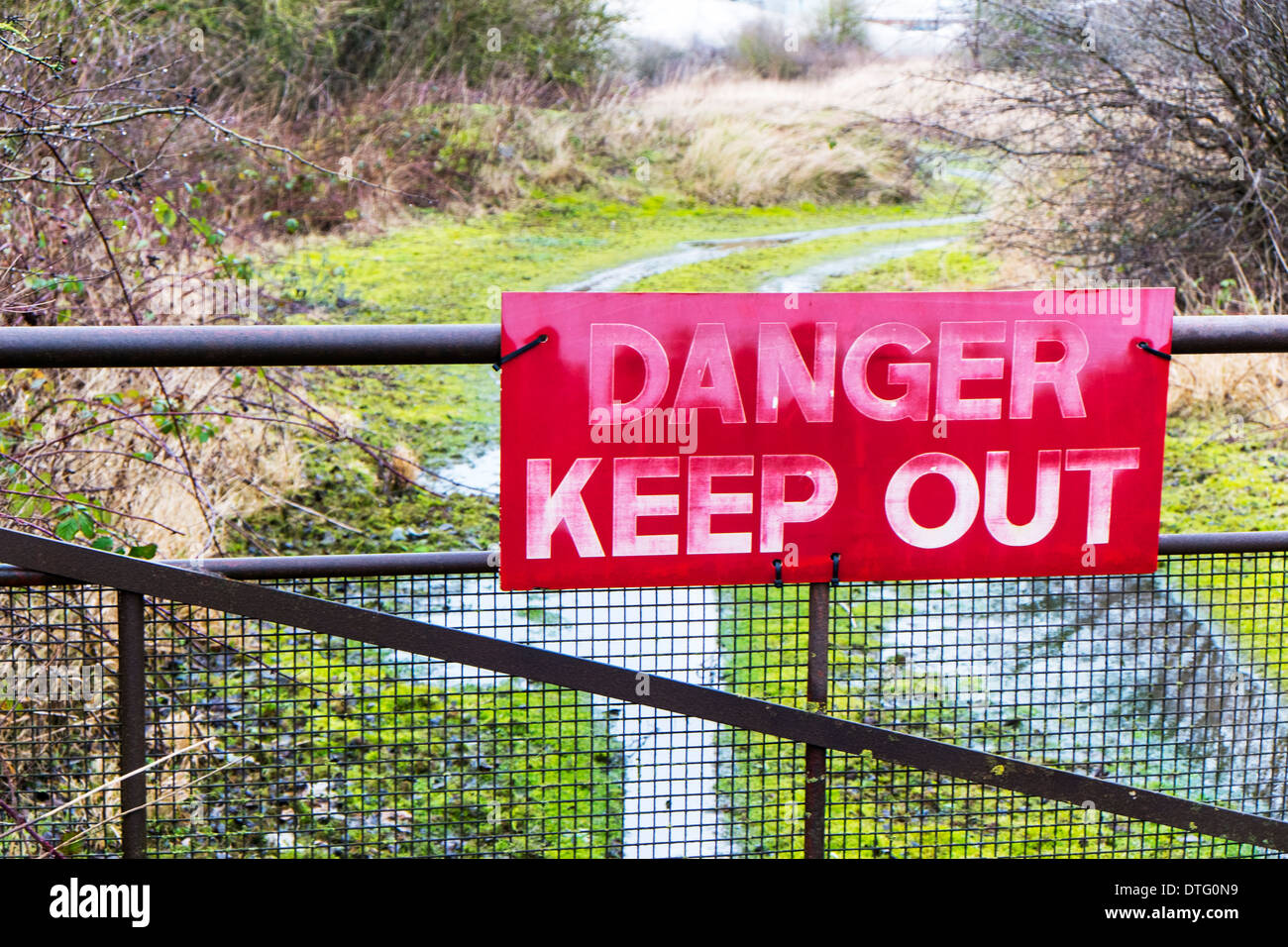Danger Keep Out sign red warning on gate safety warn protect protection - Stock Image