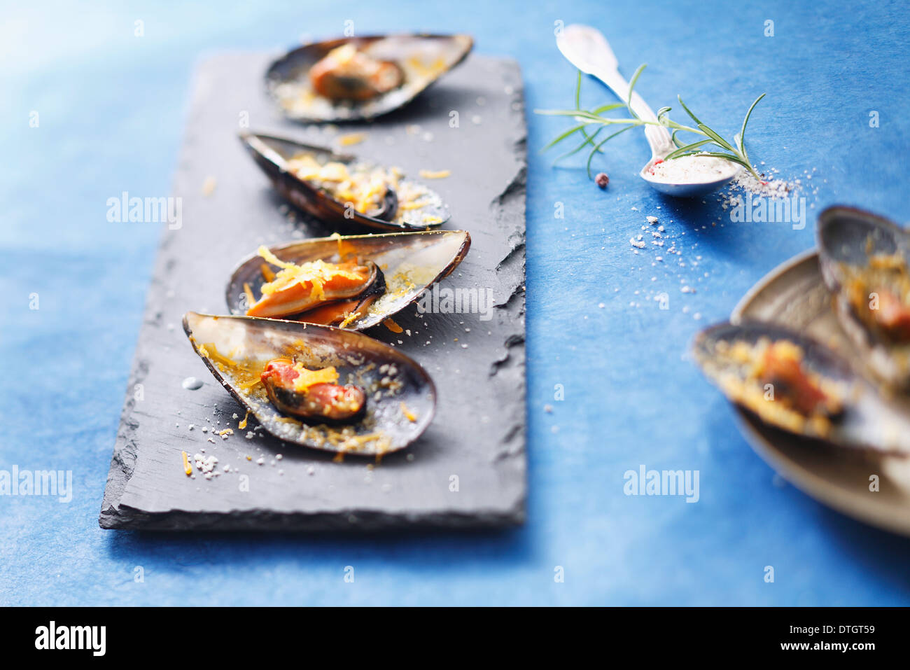 Mussels grilled with mimolette - Stock Image