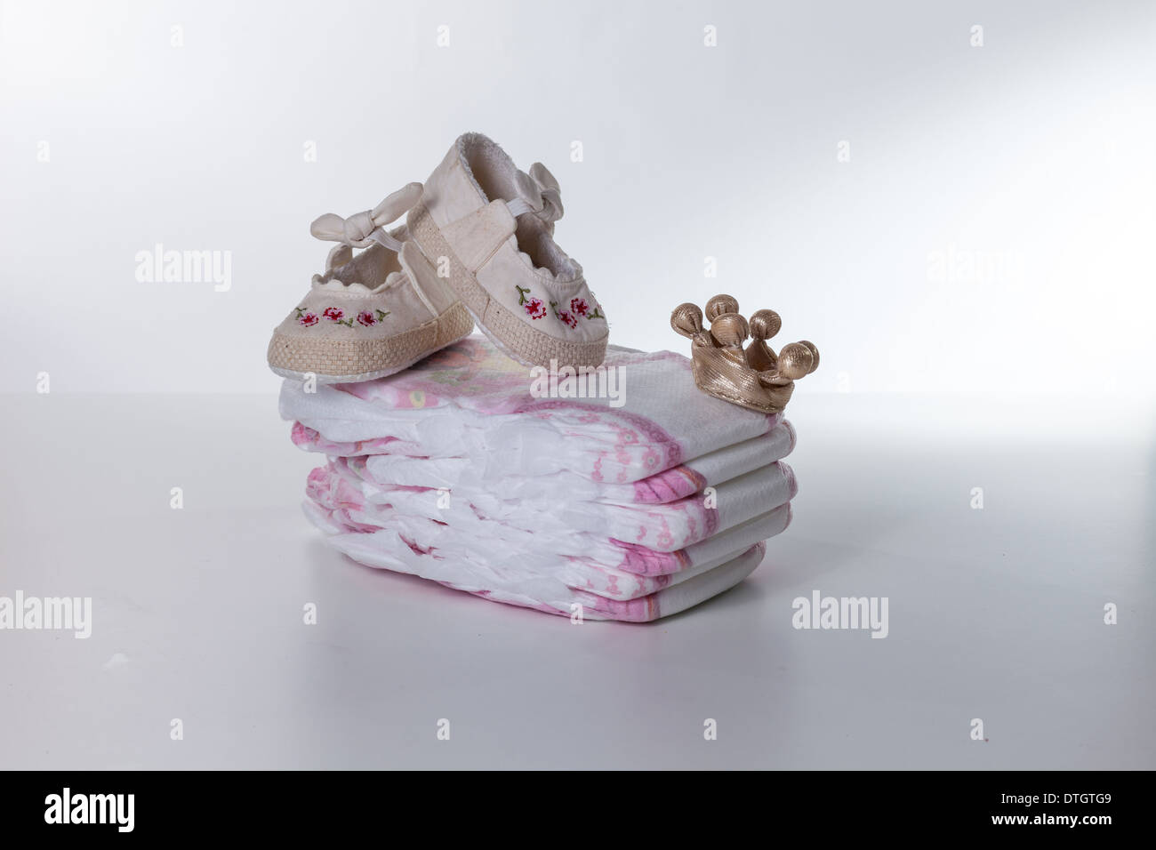 baby shoes, baby shoes baby, ballet, bear, birth, birthday, booties, born, boy, card, crown, diapers, dream, england, family - Stock Image