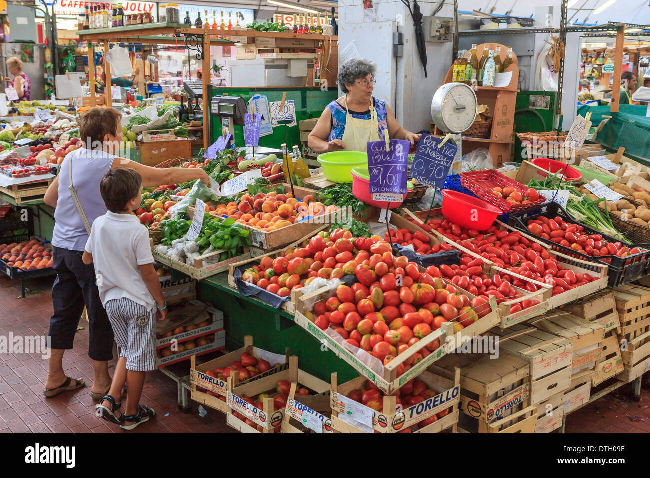 Market stall with fruit and vegetables in the market hall of Sanremo, Liguria, Italy - Stock Image