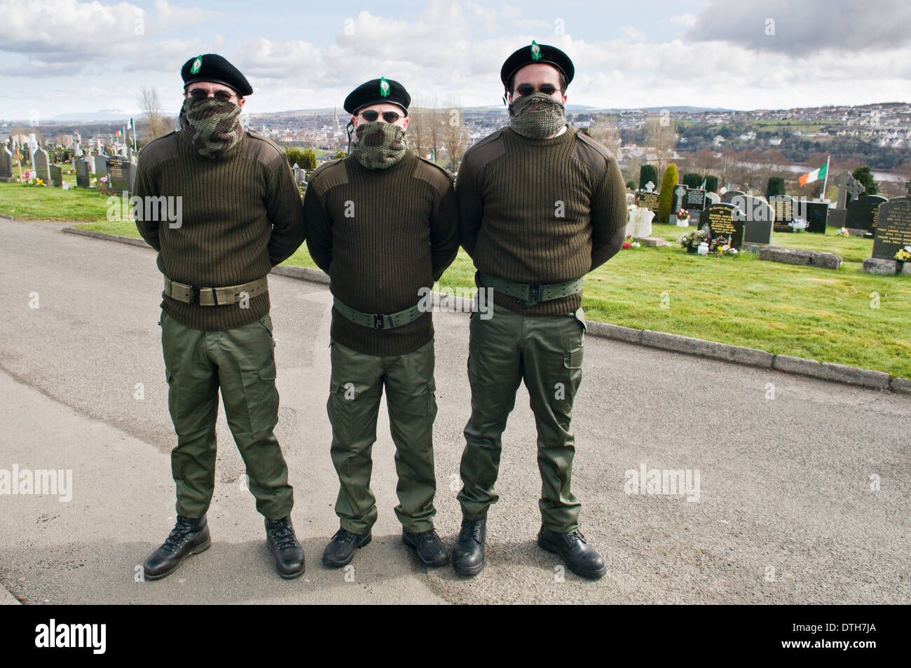 Three men dressed in IRA paramilitary uniforms at Derry Cemetery Stock Photo