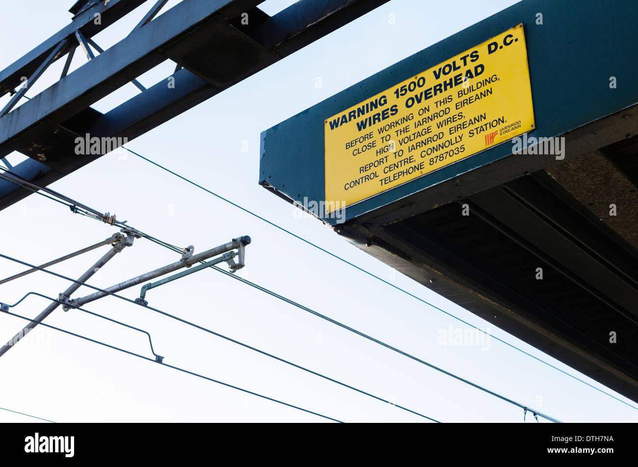 Sign warning that overhead power lines carry 1500 volts DC. - Stock Image