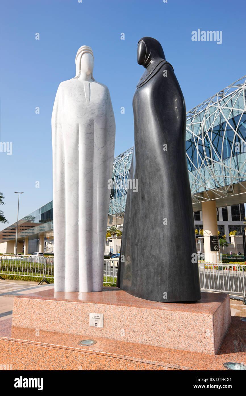 Дубай скульптура вместе болгарская недвижимость