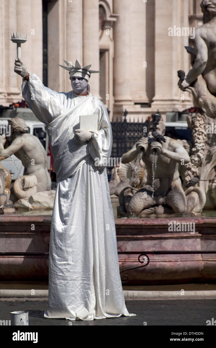 Mime on the street Rome - Statue of Liberty - Stock Image